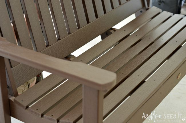 Quality of the synthetic wood bench from Highwood USA