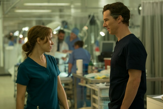 Marvel's DOCTOR STRANGE L to R: Doctor Christine Palmer (Rachel McAdams) and Doctor Stephen Strange (Benedict Cumberbatch) Photo Credit: Jay Maidment ©2016 Marvel. All Rights Reserved.