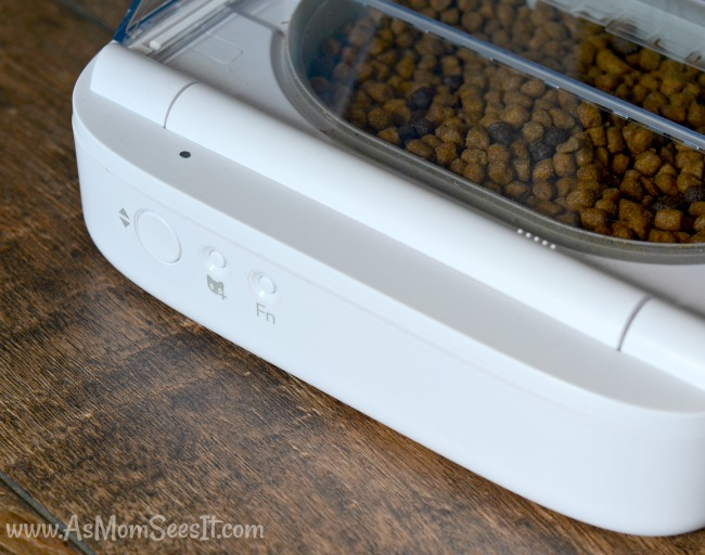 Once a pet approaches the SureFeed pet feeder with their RFID tag, it opens for them.