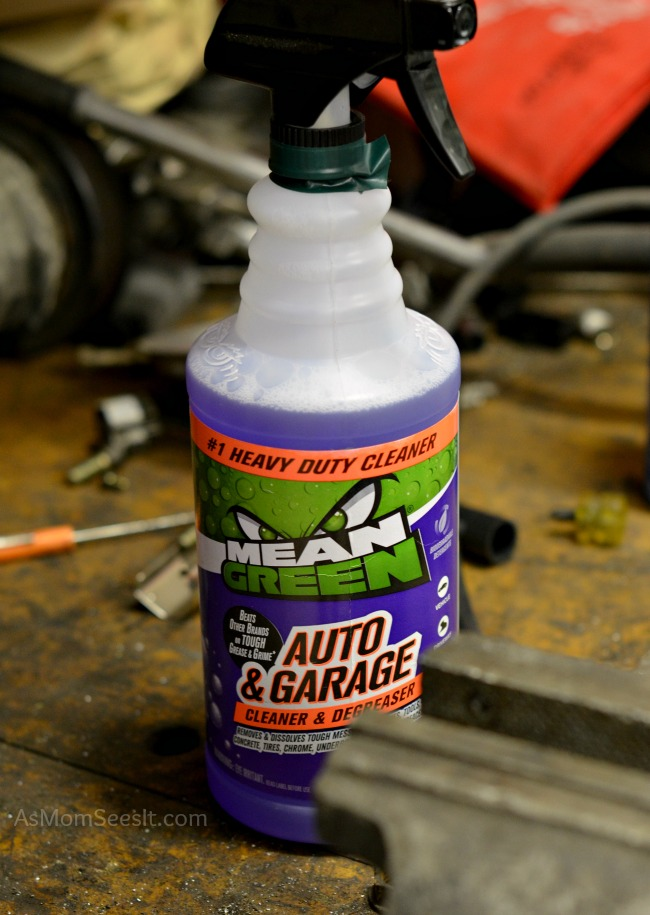 Cleaning and degreasing with Mean Green