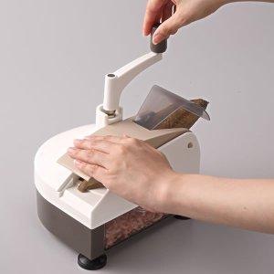 ハンドルを回すタイプの削り器