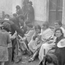 Fotografía de la 'desbandá', de Hazen Sise, ayudante del doctor Bethune, cedidas por Jesús Majada y el Centro Andaluz de la Fotografía