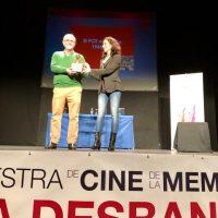 La entrega del Premio 14 de Abril a José María Azuaga y la proyección de El Silencio de Otros clausuran la VI Muestra de Cine La Desbandá