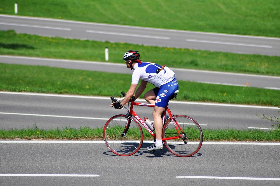El ciclismo pide castigo para las imprudencias al volante en el Congreso