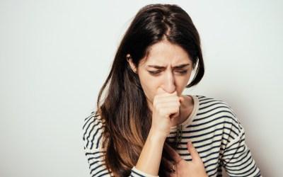 Cómo actuar en caso de atragantamiento de adultos, niños/as y bebés: maniobra de Heimlich