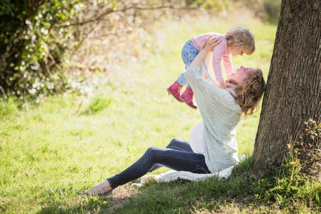 Vuelta al trabajo, madre disfrutando con su hija