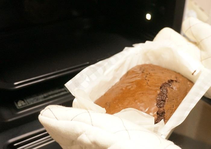 アメリカのレシピは温度が華氏 (°F) で表示されているので、ちょっとややこしいんですけれど、325°Fで焼きなさいというレシピなので、日本のオーブンなら160°くらいにセット。