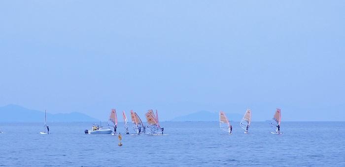 琵琶湖でヨット。すごく気持ちよさそう。