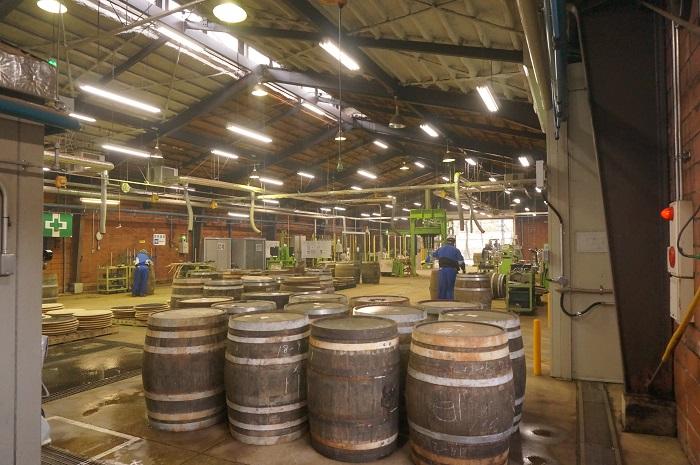 原酒を貯蔵する樽づくりの現場も見学しました|ニッカ仙台工場宮城峡
