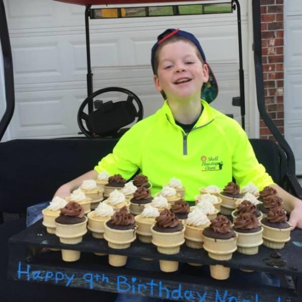 ice cream cone cupcakes for the birthday boy