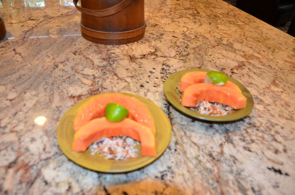 Fresh Papaya, Hawaiian Style (1/3)