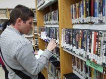 Buscando pelis en la biblioteca
