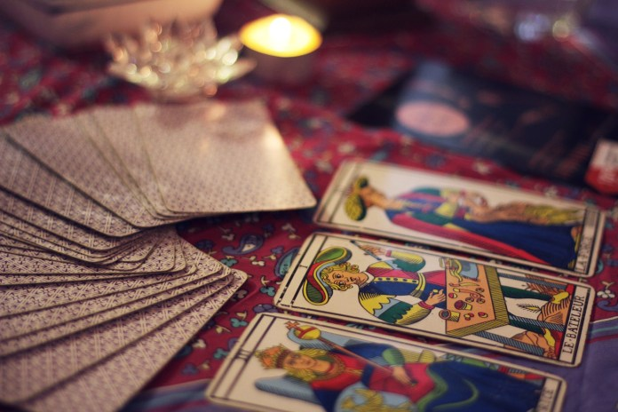A bokeh shot of a bunch of Tarot cards | Aspioneer