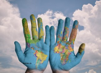 Map of the world painted on hands | Aspioneer