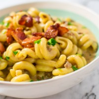 Instant Pot Bacon Cheeseburger Pasta close up pic in bowl | asprinkleandasplash.com