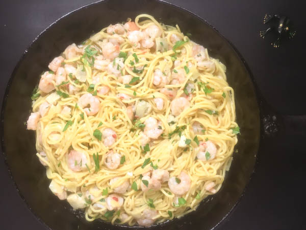No one can resist the call of this scrumptious gluten free shrimp scampi with pasta from A Sprinkling of Cayenne. | http:asprinklingofcayenne.com