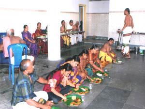 Nitya-annadanam_Bhadrachalam-300x225