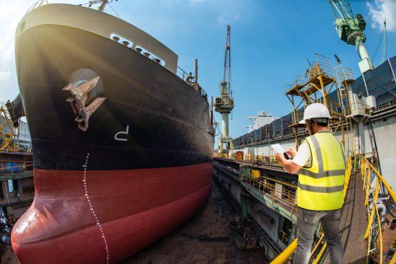 Fiscalização sendo realizada no porto de Salvador.