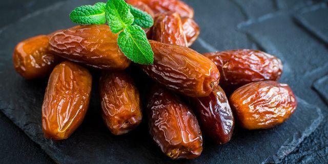 Kurma mengandung karbohidrat tinggi, salah satu komponen pentingnya adalah fruktosa