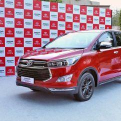 Perbedaan New Innova Dan Venturer Grand Avanza Modifikasi Velg Bukan Cuma Nama Ini 6 Beda Toyota Versi India No Caption