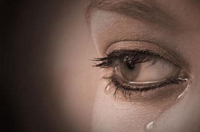 Hasil gambar untuk wanita menangis