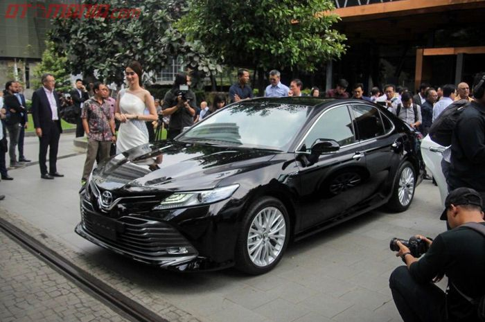 all new camry 2019 indonesia toyota yaris ts trd hybrid paling laris di sampai 20 unit tipe l a t yang diluncurkan blue grass jakarta selatan