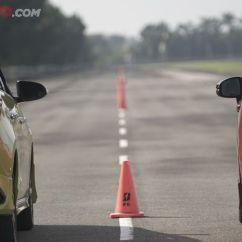 Toyota Yaris Trd Vs Honda Jazz Rs Spesifikasi Grand New Avanza 2016 Video Drag Race Semua Halaman Gridoto Com Sportivo At Dalam
