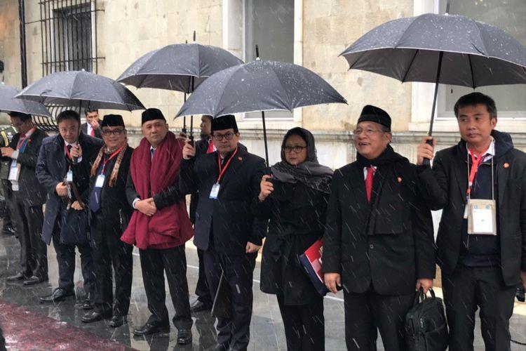 Rombongan menteri dan kepala lembaga yang mendampingi kunjungan Presiden Jokowi di Kabul, Afghanistan, Senin (29/1/2018).