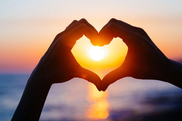 3 Hal yang Terjadi Saat Seseorang Jatuh Cinta  Kompascom