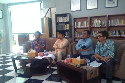Survei Populi Center memotret peta elektabilitas kandidat di Pilgub Sulawesi Selatan, Jakarta, Kamis (1/2/2018). Survei dilakukan dari tanggal 15-22 Januari 2018, melibatkan 800 responden, dengan margin error 3,39 persen dan tingkat kepercayaan 95 persen.