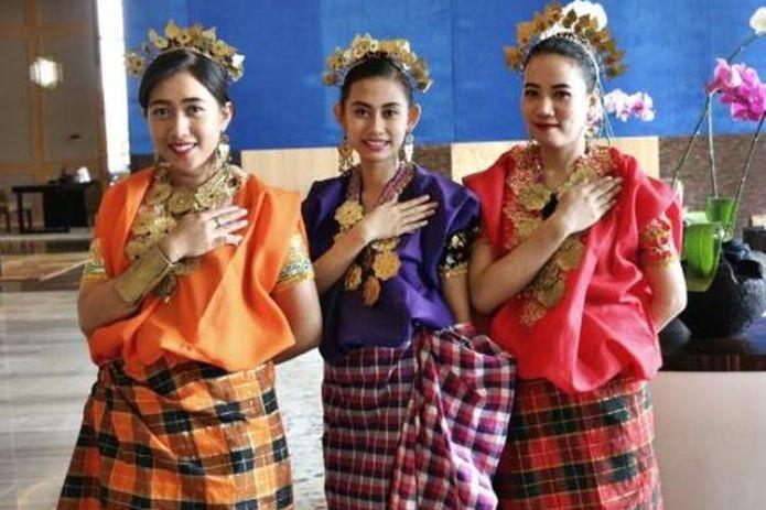 Baju Bodo Pakaian Adat Sulawesi Selatan Halaman All Kompas Com
