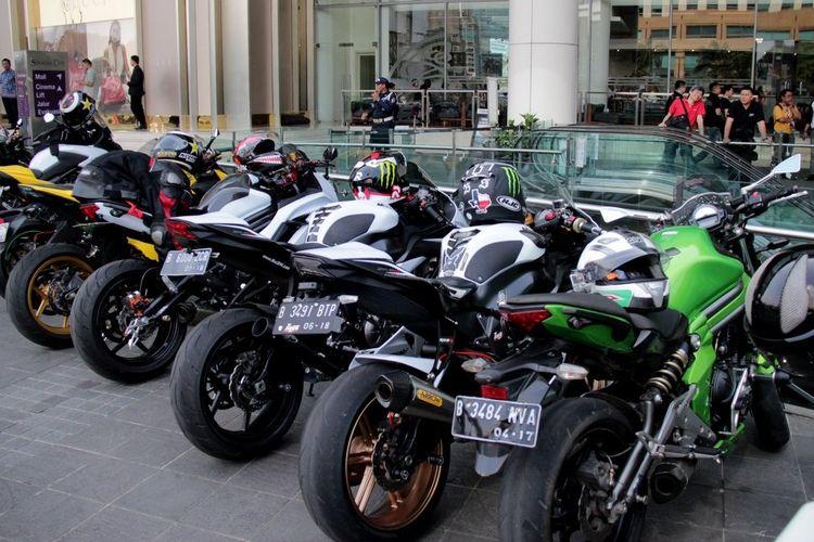 Beberapa mall di Jakarta mulai sediakan parkir khusus moge, alias sepeda motor dengan kapasitas mesin besar.