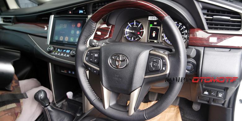 all new kijang innova type q kelebihan dan kekurangan diesel sensasi di tanjakan kintamani kompas com febri ardani kompasotomotif interior toyota tipe tertinggi m t