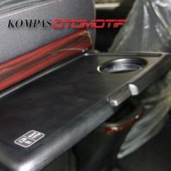 Meja Lipat All New Kijang Innova Toyota Vellfire 2.5 Zg Edition Kupas Tuntas Detail Ubahan Kompas Com Febri Ardani Kompasotomotif Jadi Faktor Pengangkat Nuasan Mewah Pada Kabin