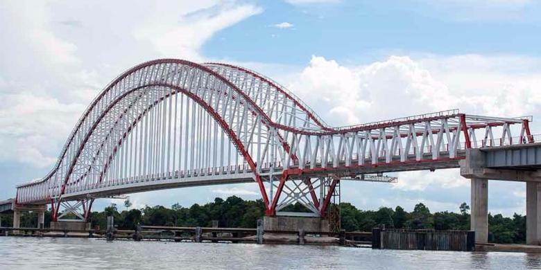 Hari Ini Jokowi Resmikan Jembatan Terpanjang di Kalimantan