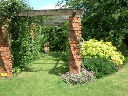 creative landscapes gardening