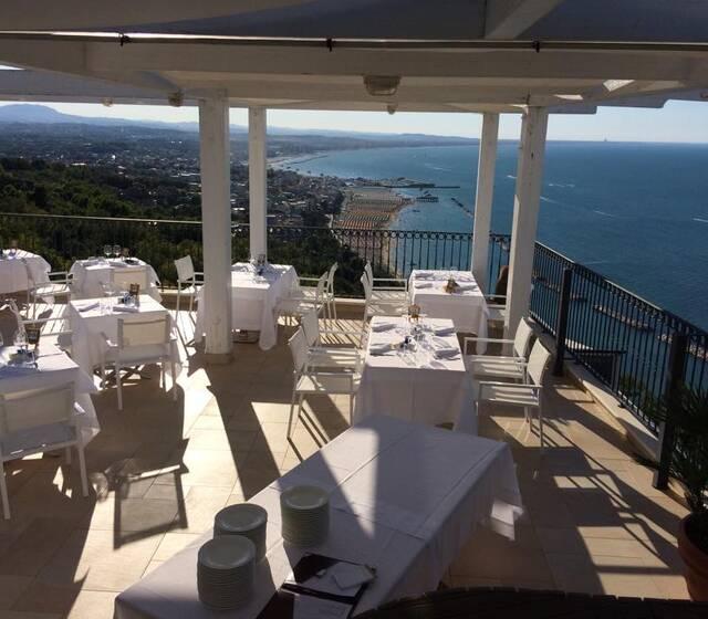 Hotel Ristorante Posillipo  Recensioni foto e telefono