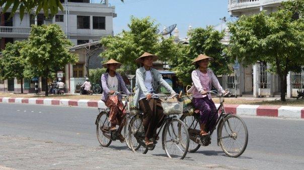 Myanmar Negeri Aneh Namun Memikat Kompasiana Com