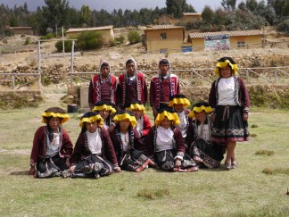 The Chahuaytire youngers gather together for a group shot.