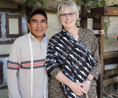 "Ikat weaver Jose´Jimenez poses with me and the ikat ""macana"" shawl."