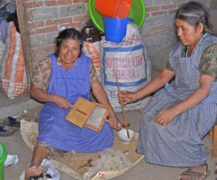 Narcissa Venigas Perez and Paula Venigas Cruz card and spin wool from their sheep in Chichicapan, Oaxaca.