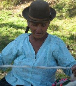 Doña Dionicia Crespo is the eldest member Centro de Artesanía group from Huancarani. She is part of Warmis Phuskadoras.