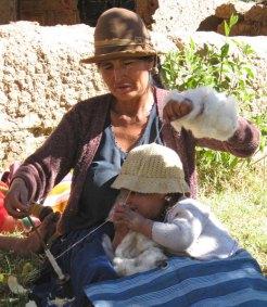Doña Toribia Alvarado with granddaughter--a Huancarani weaver and member of Warmis Phuskadoras.