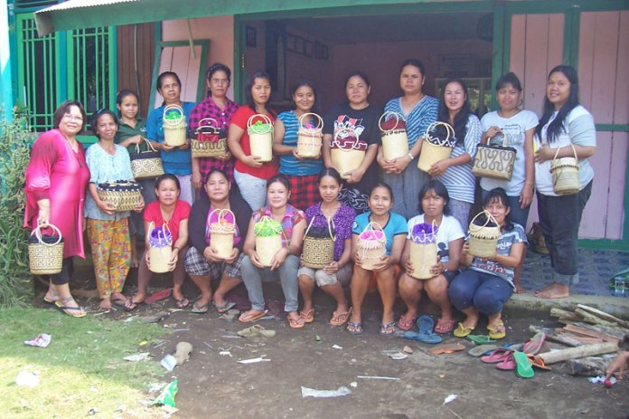 Dayak Benauq weavers and their unique rattan anjat baskets.