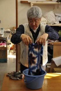 Shibori master Tsuyoshi Kuno demonstrates a folded, clamp-resist technique.