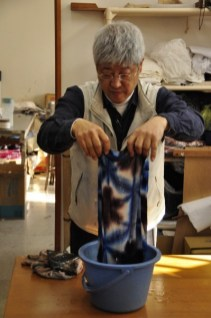 Shibori master Tsuyoshi Kuno demonstrates a folded, clamp-resist technique.