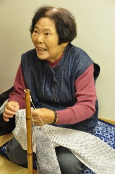Sumie Fujiwara demonstrates tying of small dot, bound resist.