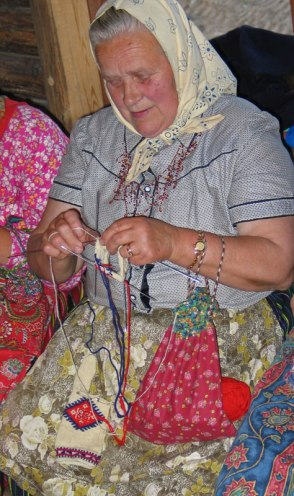 Roosi knitting on a Thursday evening. Note the cloth knitting bag.