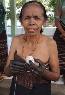 An indigo dyer and handspinner from Mawa on Flores island.