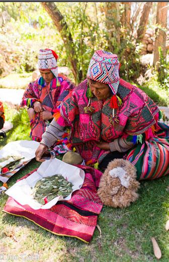 A shaman prepares the blessing at Tinkuy 2010.